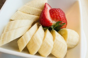 By Ralph Daily, Bananas and Strawberry, https://flic.kr/p/r3AfEg, under CC BY 2.0.